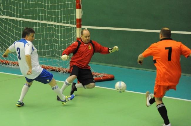 Команда Правительства области одержала победу в товарищеском футбольном матче