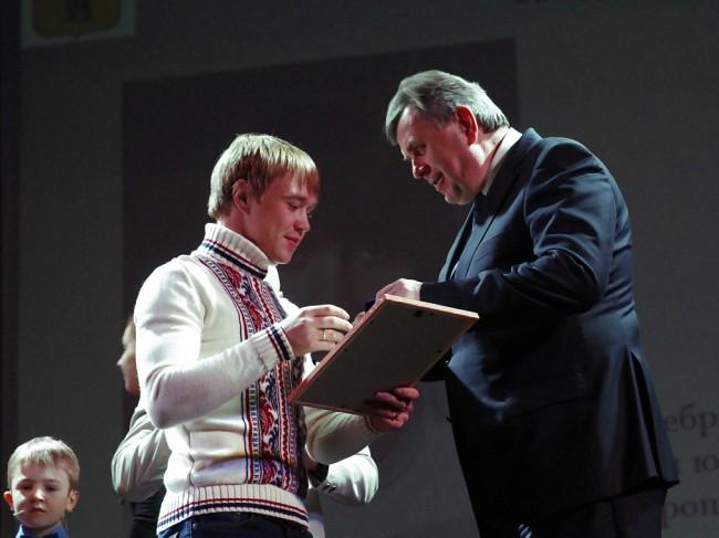 Сергей Ястребов наградил лучших спортсменов и тренеров региона