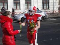 Футболисты Rebels поздравили жительниц Ярославля с 8 марта прямо в шлемах и амуниции