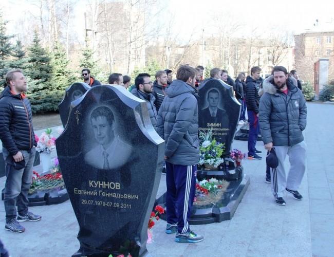 Игроки «Льва» почтили память погибших хоккеистов «Локомотива»