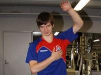 Нападающий ярославского «Локо» показал упражнения для зарядки