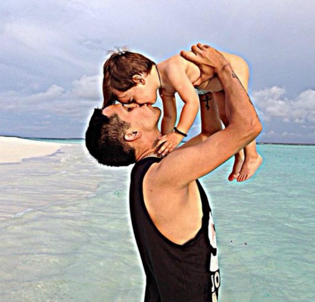 Александр Зотов со своим сыном Фото: Instagram