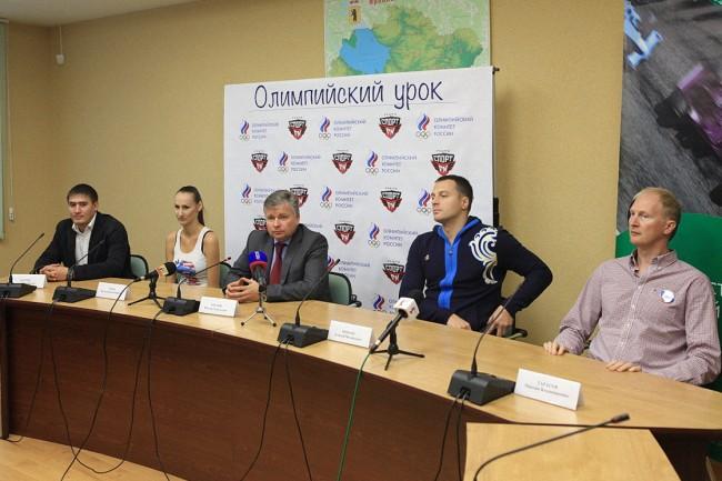 Олимпийские чемпионы проводят уроки для ярославских школьников