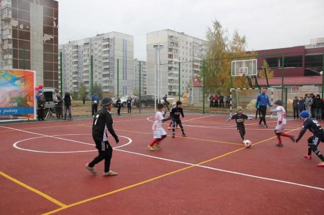 Футболисты «Шинника» приняли участие в открытии спортивной площадки