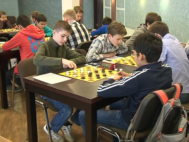 Иван Дьяченко и Кирилл Коробочкин блестяще выступили на юношеском первенстве Европы по шашкам