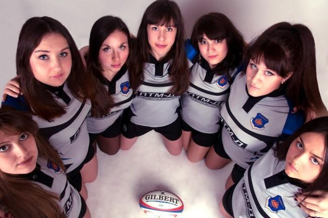 Красивые девчонки сразились в регби: видео