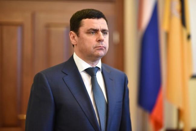 Дмитрий Миронов наградил старшего тренера по спортивной борьбе Сергея Самсонова