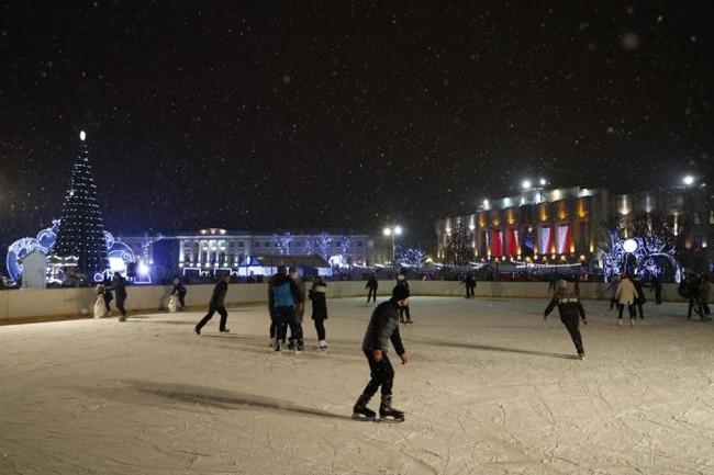 Ледовый каток на Советской площади продолжит свою работу до 13 января