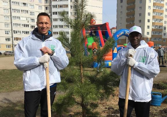 Футболисты «Шинника» приняли участие в городском субботнике