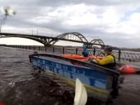 Экстремальный спорт: В Рыбинске каякеры устроили соревнования на затопленной набережной