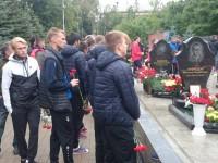 Футболисты «Шинника» почтили память погибших хоккеистов «Локомотива»