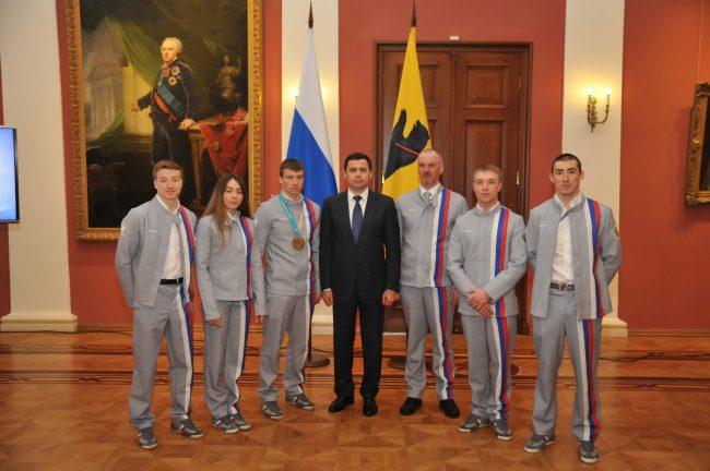Дмитрий Миронов вручил фристайлистам — участникам Олимпиады областные награды