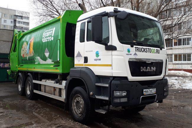 В областном правительстве прояснили ситуацию с «московскими» мусоровозами
