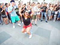 Ярославец развлекал иностранных фанатов в центре Москвы похабными конкурсами и хохломой