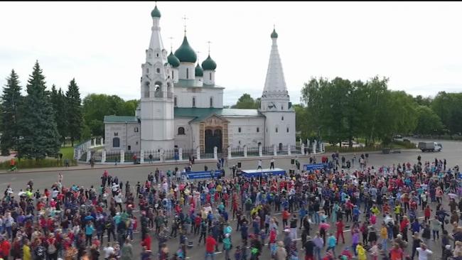 ВИДЕО: Легенды ярославского хоккея провели зарядку на Советской площади