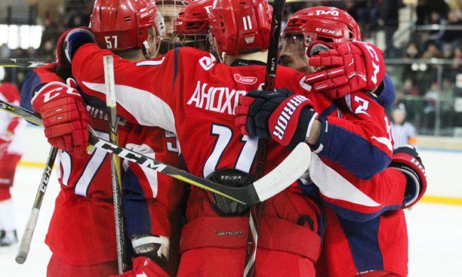 Дмитрий Миронов наградил хоккеистов «Локо» за достойную игру в сезоне