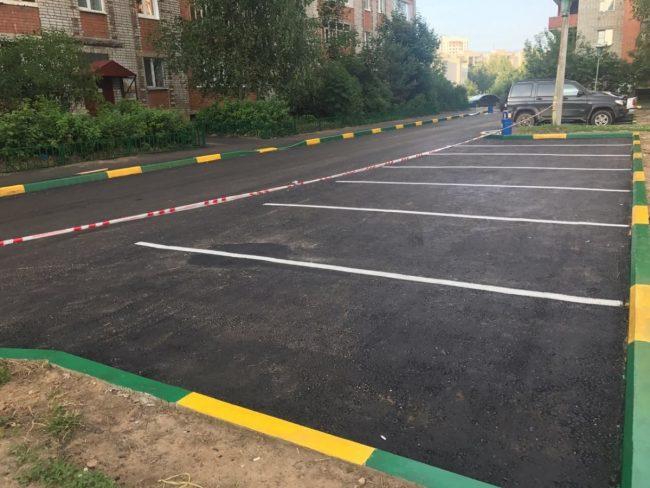«Решаем вместе!»: Во дворах Ярославля покрасят бордюры в желто-зеленые цвета