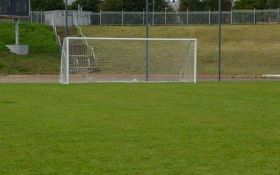 На стадионе «Славнефть» заменят покрытие на искусственное