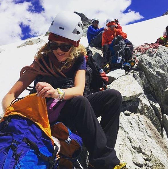 Британская альпинистка на вершине Монблана обнаружила пьющих ярославцев