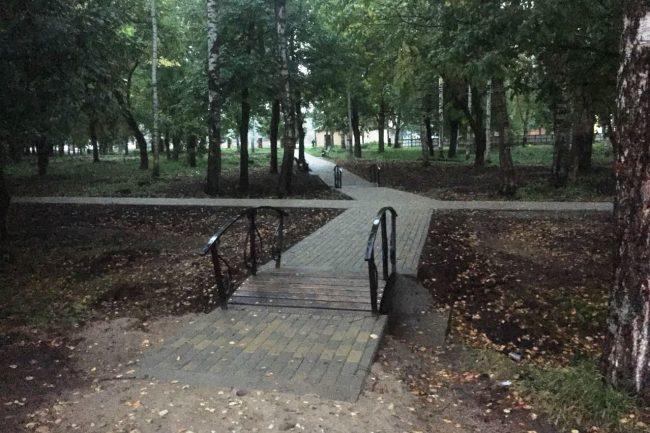 В обновленном парке на левом берегу Тутаева появились хоккейный корт и баскетбольная площадка