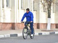 Мэр Ярославля прибыл на работу на велосипеде
