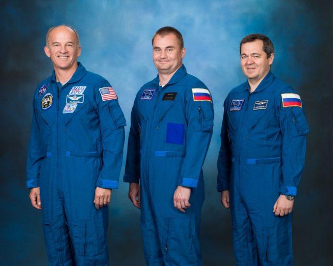Рыбинский космонавт отправится на МКС в октябре и возьмет с собой свитер ХК «Локомотив»