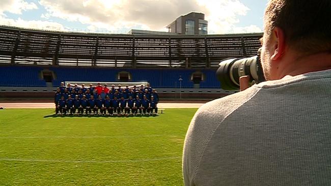 Фото на память: как футболисты «Шинника» делали совместное фото для календаря