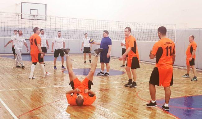 Хоккеист Андрей Коваленко сыграл в волейбол: в Лесной поляне открыли спортзал