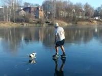 Ярославец в шортах открыл сезон катания на коньках по реке — видео