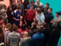 Ярославцы окружили лидера сборной России по волейболу