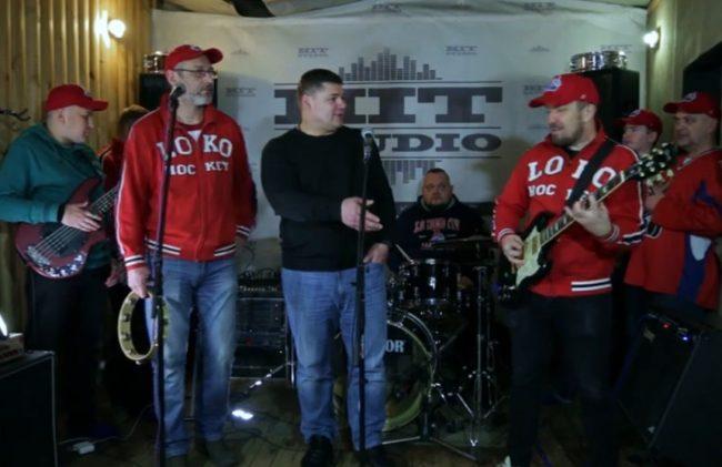 Андрей Коваленко спел с популярной группой «Мамульки Бенд»