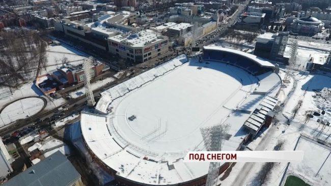 Футбола не будет: стадион «Шинник» превратился в снегохранилище