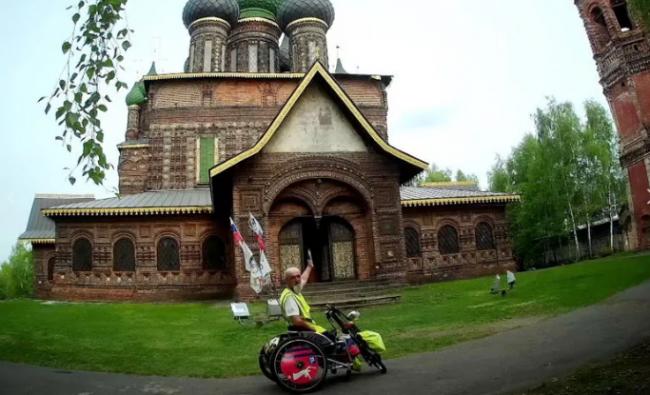В Ярославль приехал известный путешественник на хендбайке