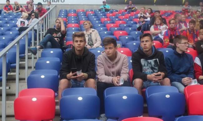 Дмитрий Миронов помог воспитанникам детдома побывать на матче Премьер-лиги