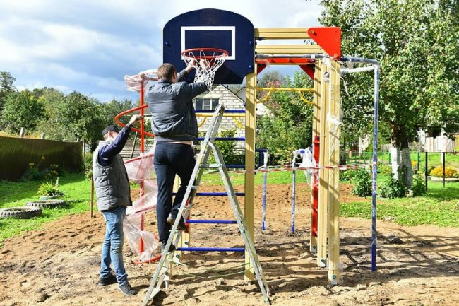 В Заволжском районе установили новый современный детский городок
