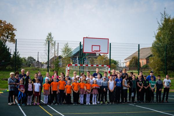 В селе Ростовского районе построили современную спортивную площадку по проекту «Решаем вместе!»