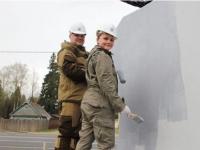 Экс-хоккеист «Локомотива» Андрей Коваленко вместе с волонтерами обновил постамент памятника создателю танка Т-34 в Ярославской области