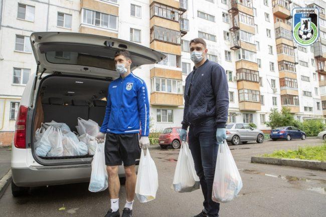 Футболисты «Шинника» передали продуктовые наборы ярославским многодетным семьям