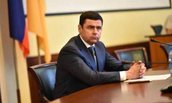 Учителя и родители поблагодарили Дмитрия Миронова за строительство спортивных площадок в районах
