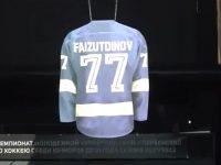 Игровой свитер хоккеиста, погибшего в Ярославле, был поднят под своды арены в Петербурге